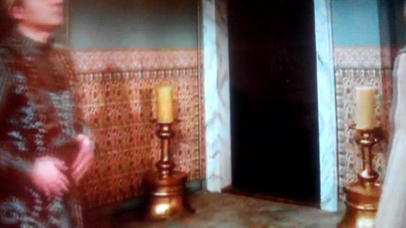 Хюррем султан привели новых прислужницМахидевран султан и Валиде султан (Айше Хавса Хатун) против Хюррем султан