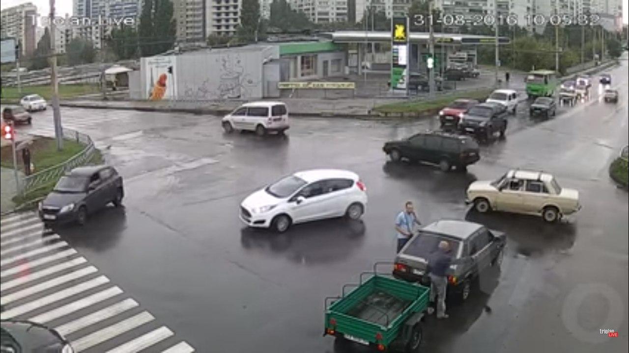 Видеозапись с участием пенсионера взорвала интернет (ВИДЕО)