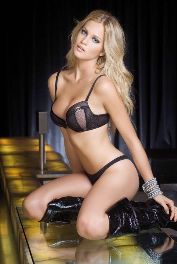Teilen frau blonde hot girl esini paylasiyor