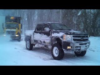 Мощь американских пикапов в действии | Truck Pulls Stuck Semi Compilation