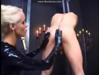 Нарезка страпон-секса в музыкальный клип