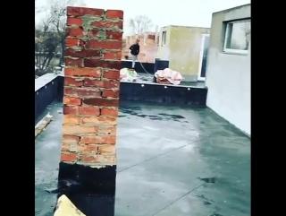 Начинаем кладку кирпича второго этажа второй линии