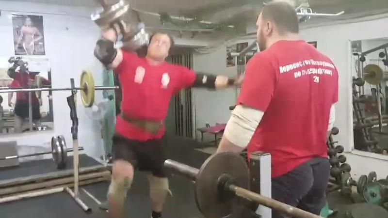 Валерий Чернозубов гантель 102 кг