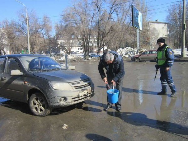 Самарские водители отмывали госномера под присмотром инспекторов ГИБДД