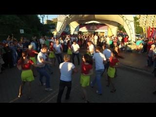 Выступление - сальса-руэда  на Набережной