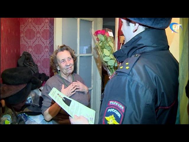 Новгородские полицейские поздравили милых дам с наступающим праздником 8 марта