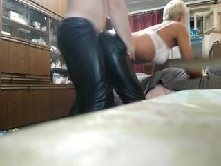 Ляшками верх порно видео трахнул через кожаные штаны
