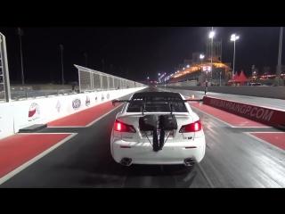 Lexus взлетел на старте