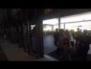 Ник Джонас прибывает в аэропорт Лос-Анджелеса