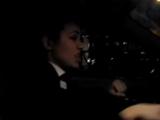девушка танцует в машине и поёт то-ли русская то-ли из зарубежа