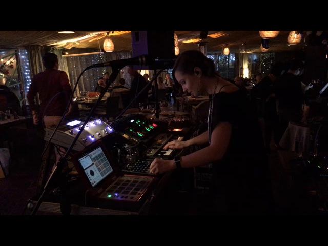 Live Stream - Live looping Set by Nastya Maslova