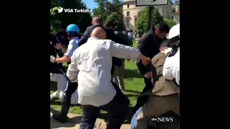Телохранители Эрдогана разгоняют демонстрантов в Вашингтоне