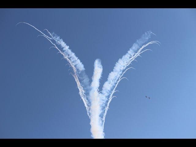 Ангел в небе от пилотажной группы Русские Витязи на МАКС 2017