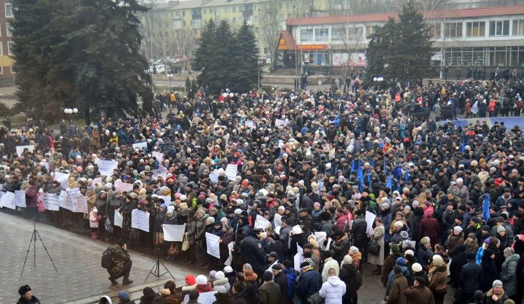 В Енакиево прошел митинг в поддержку перехода предприятий Ахметова под юрисдикцию ДНР