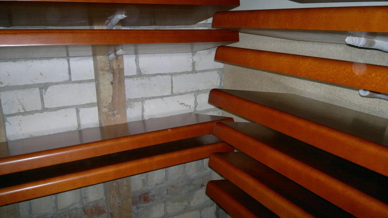 ступени лестницы массив