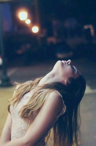 А ведь пока молодость не прошла, её нужно превращать в радость. На все сто. До полного удовлетворения, понимаешь Только этими воспоминаниями и можно будет согреть себя в старости.