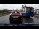 В Иванове водитель троллейбуса в погоне за пассажирами устроил змейку и пролетел на красный