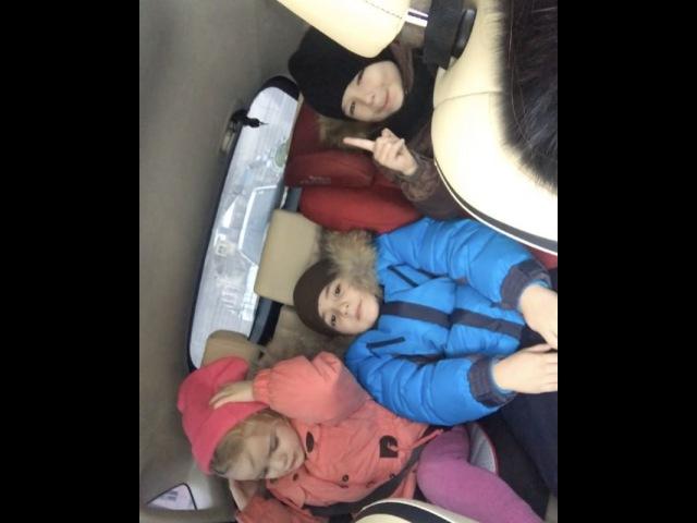 Единственный способ заставить 3 детей хотя бы 10 секунд помолчать в машине - игра в молчанку кто скажет слово, тот жареная корова🐮🤷🏻♀️🤦🏻♀️