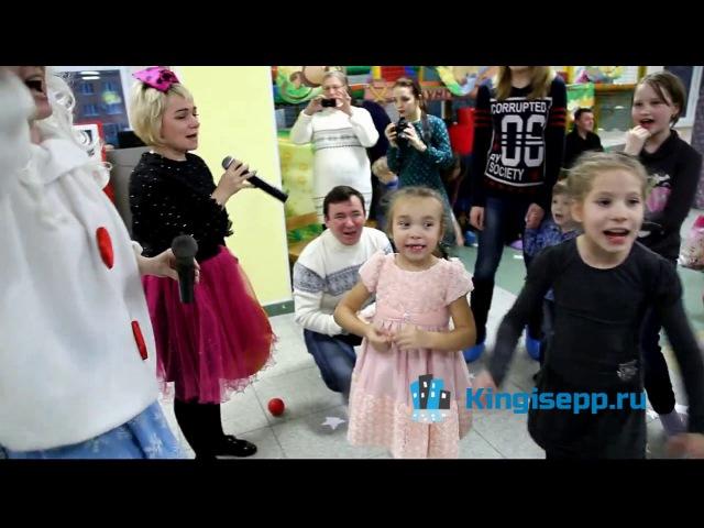 Новогодний переполох в Кингисеппе устроили Дюдюка Барбидокская и Снежка