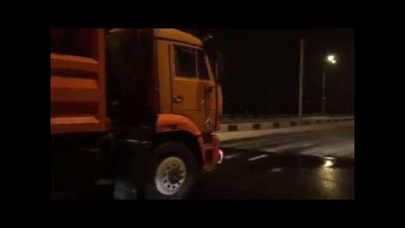 В Иркутске убирают улицы после первого осеннего снега