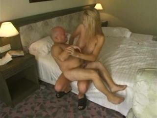 порно видео секс с карликом