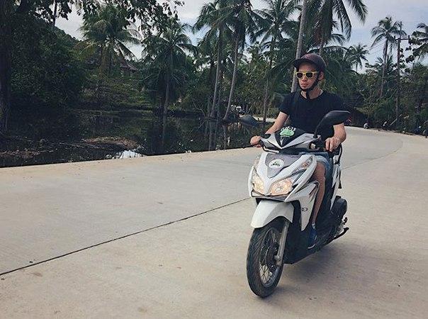 Riz Есентаев: Левостороннее движение такое странное 😄😄 а у [id239065027|@mariyaman] скилл фотать на ходу 🙌🏼 #phangan #thailand