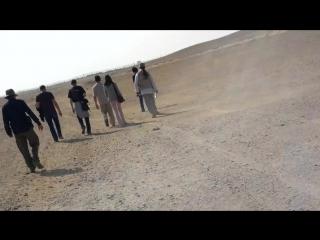 хреначим пешком по пустыне до ломанной пирамиды в Дашуре вместе Скляровым и другими