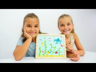 El yapımı hediye. Sema ve Ayça okyanus panosu yapıyorlar. Hamur oyunları