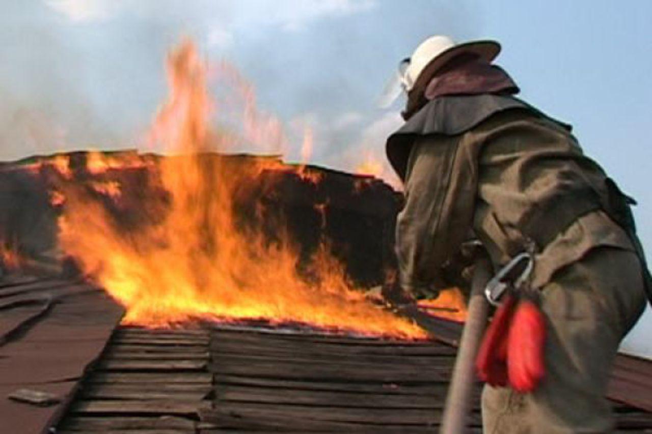 В станице Кардоникской сгорела кровля частного домовладения