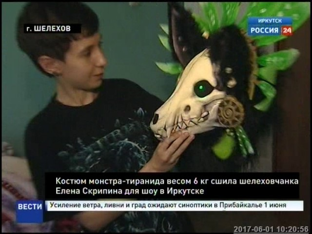 Костюм монстра тиранида сшила для шествия в День города студентка из Шелехова