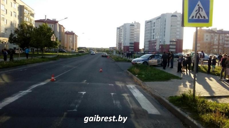 """В Пинске под колеса """"Ауди"""" попала первоклассница: девочка в больнице"""