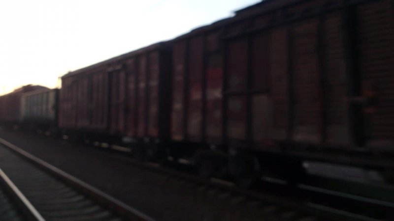 Электровоз вл11.8-662 с грузовым поездом на станции Изюм
