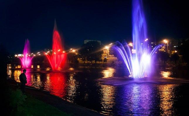 Русановкий канал,  поющие фонтаны