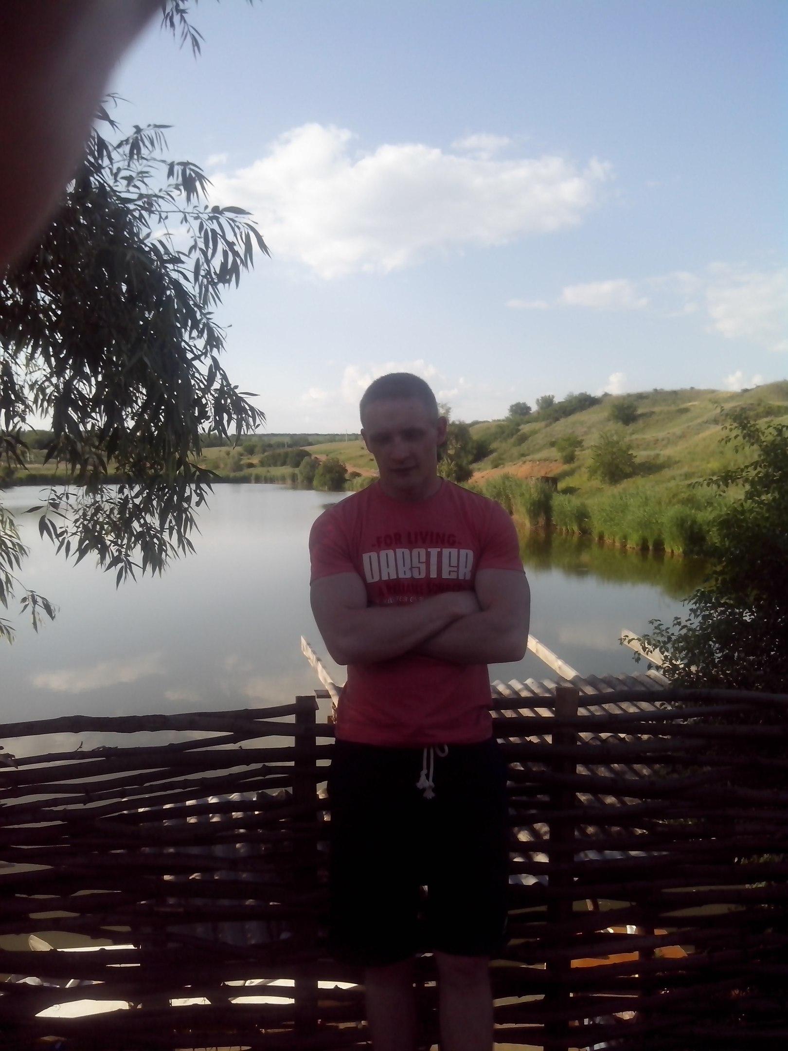 Oleg, 31, Volnovakha