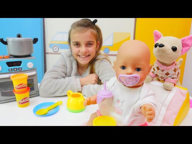 Spielspaß mit Ayça - Das Baby hat Hunger - Wir füttern Ayças kleine Puppe-PuppenMama