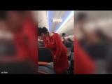 Стюардесса «Аэрофлота» объясняет правила безопасности, футболисты клуба «Европа» ее смешат