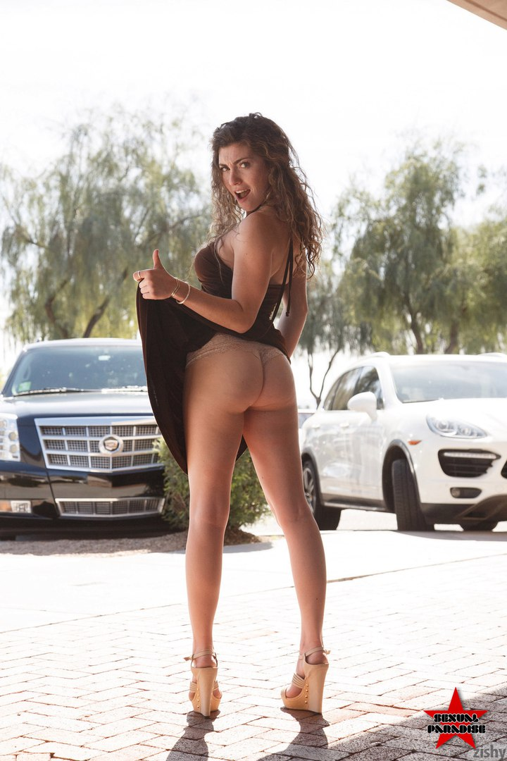 Totally naked amateur high resolution nudes