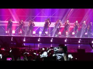 [FANCAM] 170211 ##EXO #DO @ EXO rDIUM in hong kong opening MAMA+MONSTER