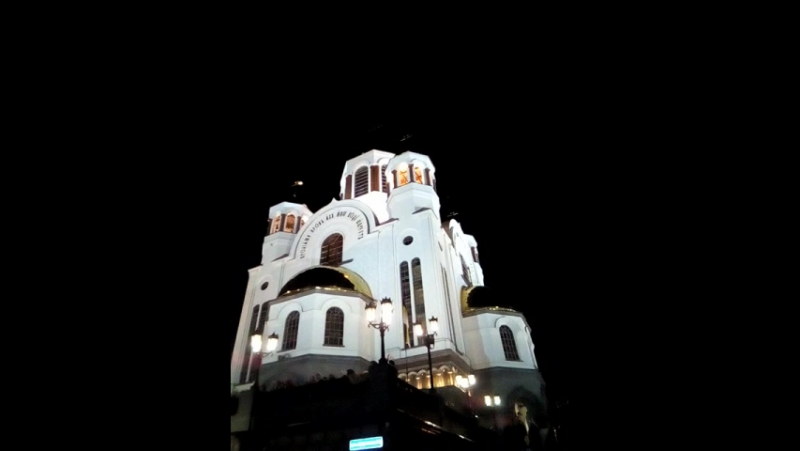 Ночь 17.07.2017 Храм-на-крови. Голуби летают над храмом...