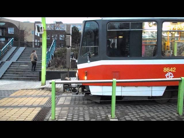 Tramvaje na zastávce Poliklinika Barrandov - Praha, 27. 12. 2012