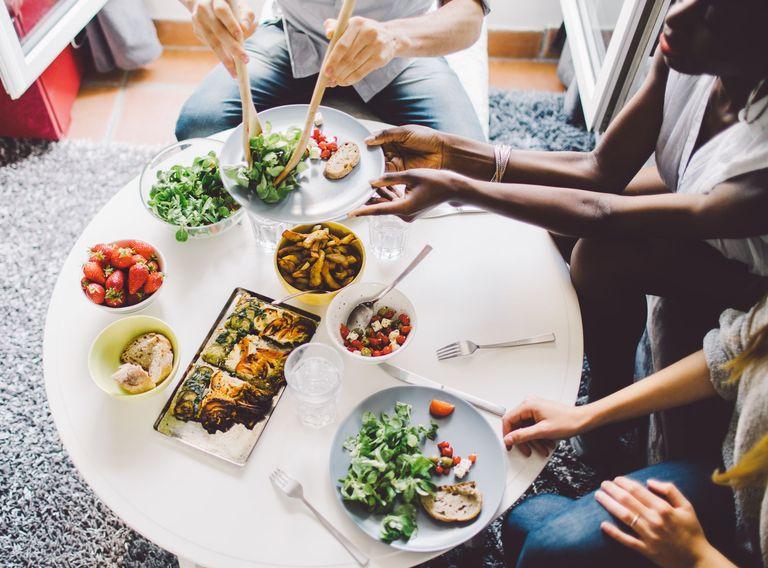 Сколько калорий должен съедать человек в день?