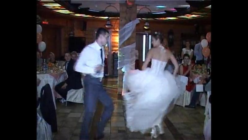 Свадебный танец Вначале медленная частькоторая переходит в стиляг песня Я люблю буги вуги