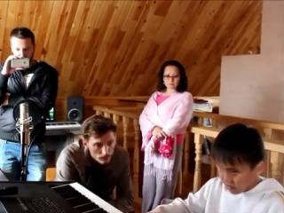 1 Слепой мальчик поет до слез. Павел Воля
