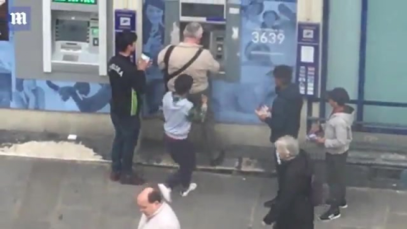 Парижский пенсионер отогнал малолетних грабителей