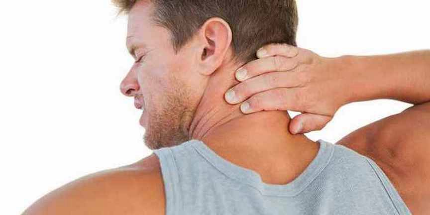 боль в плече при резком движении рукой