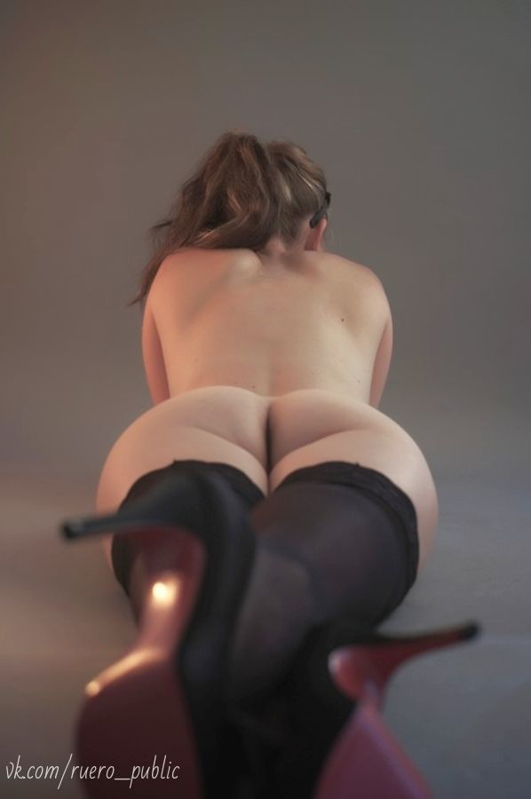 French cougar ladies into outside toilets with