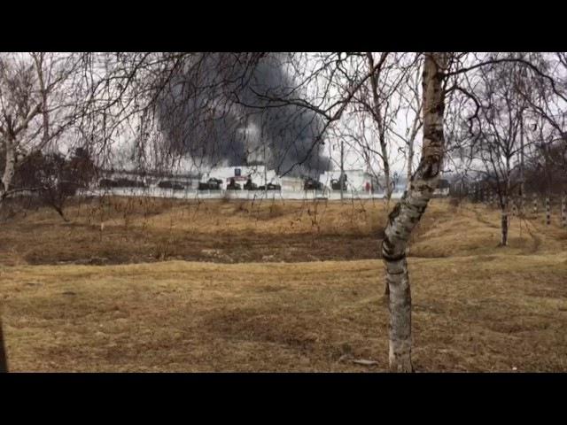 На территории воинской части в Уссурийске загорелась БМП и сдетонировал ее боез...