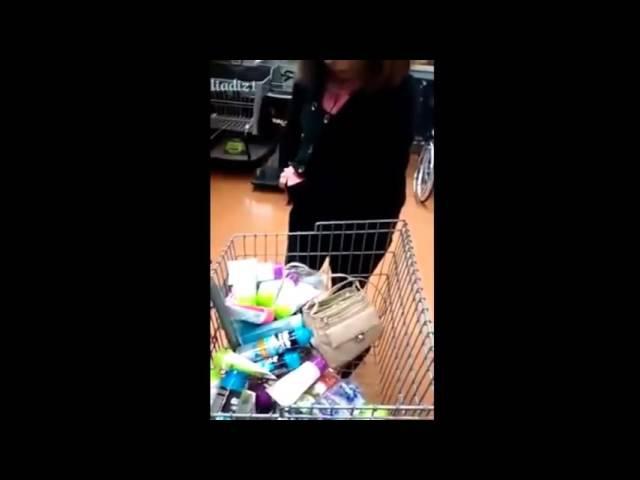 Воровка в супермаркете