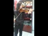 Граф Дракула играет для меня на скрипке