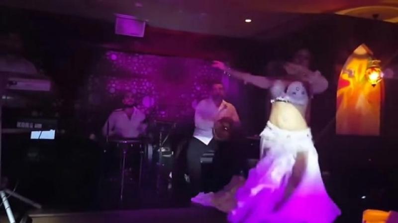 сумасшедший танец,сексуальный танецTatiana Avila -Belly dance in Dubai-сексуальный таe
